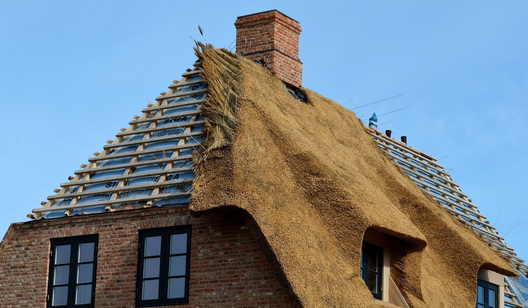 thatched roof 3439537 1920 e1573431689852
